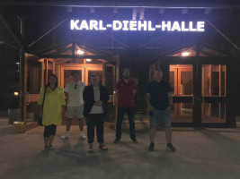 Bei der Podiumsdiskussion in der Karl-Diehl-Halle (von links nach rechts: Yasemin Köprülü, Melih Köprülü, Jan Plobner, Leonhard Hofmann, Michael Deinzer)