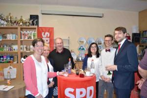 JUSOS, UB-Vorsitzende Martina Baumann, 2. Stimmenkandidat Lukas Ott und Mitglieder aus umliegeneden Ortsvereinen beim Röthenbacher Empfang